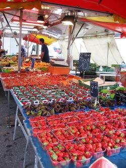 Photo: Market at Plainpalais