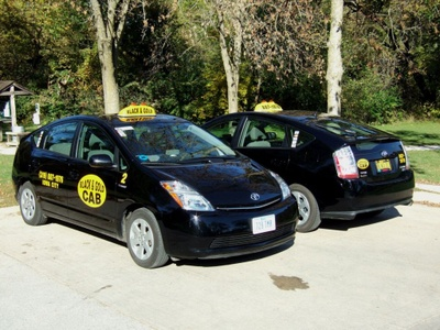 Black_and_gold_cab_5