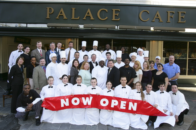 Palace_cafe_on_canal_street_new_o_3
