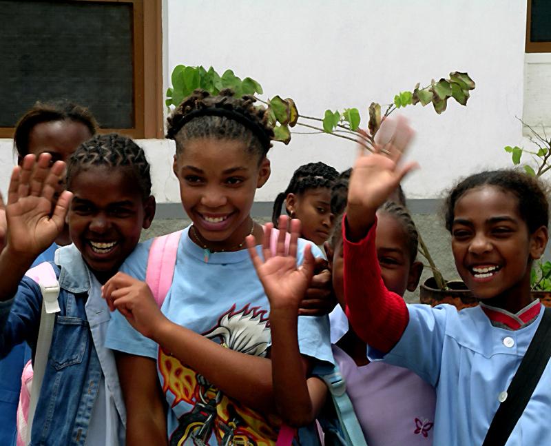 Photo: Children waving