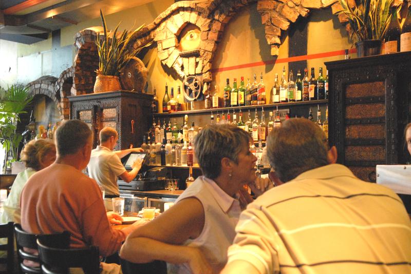 Bar_w_guests